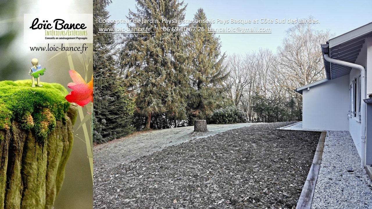 Mise en place du cheminement tour de maison et rattrapage des pentes par terre végétale.